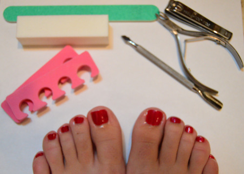 Diy pedicure diy beauty advice i wear sandals pretty much everyday so i like to try and keep up with my pedicures ive always done my own at home its easy convenient and i know that solutioingenieria Gallery